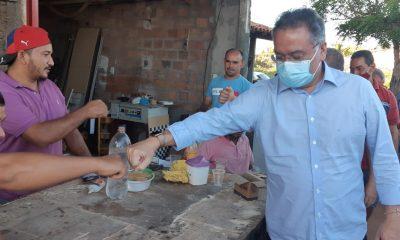 *Senador Roberto Raocha vistoria asfaltamento em bairros de Bacabal*