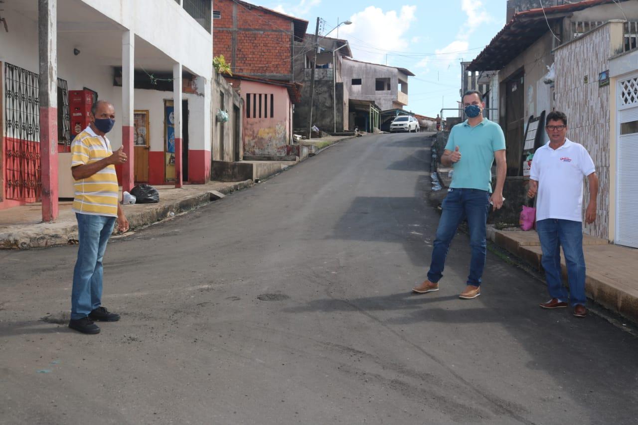 Comunidades de São Luís recebem asfalto após pedidos de Umbelino Junior