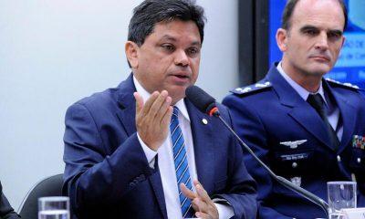 """""""Mensageiro da morte"""", diz deputado sobre Bolsonaro ao normalizar 100 mil mortes pela Covid-19"""