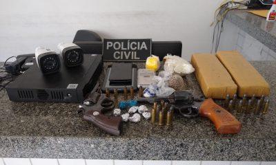 Delegacias de Polícia de Peritoró, Coroatá e Pedreiras, em ação conjunta, cumpriram 2 (dois) mandados de prisão e prenderam outras 2 (duas) pessoas em flagrante por tráfico de drogas e posse ilegal de arma de fogo.