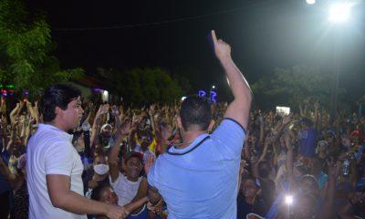 DR. JÚNIOR REÚNE MILHARES DE PESSOAS NO POVOADO ROCINHA E CONFIRMA FAVORITISMO
