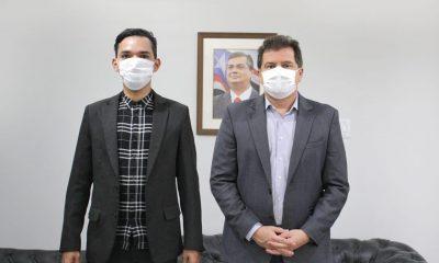 Dr. Lucas e o secretário