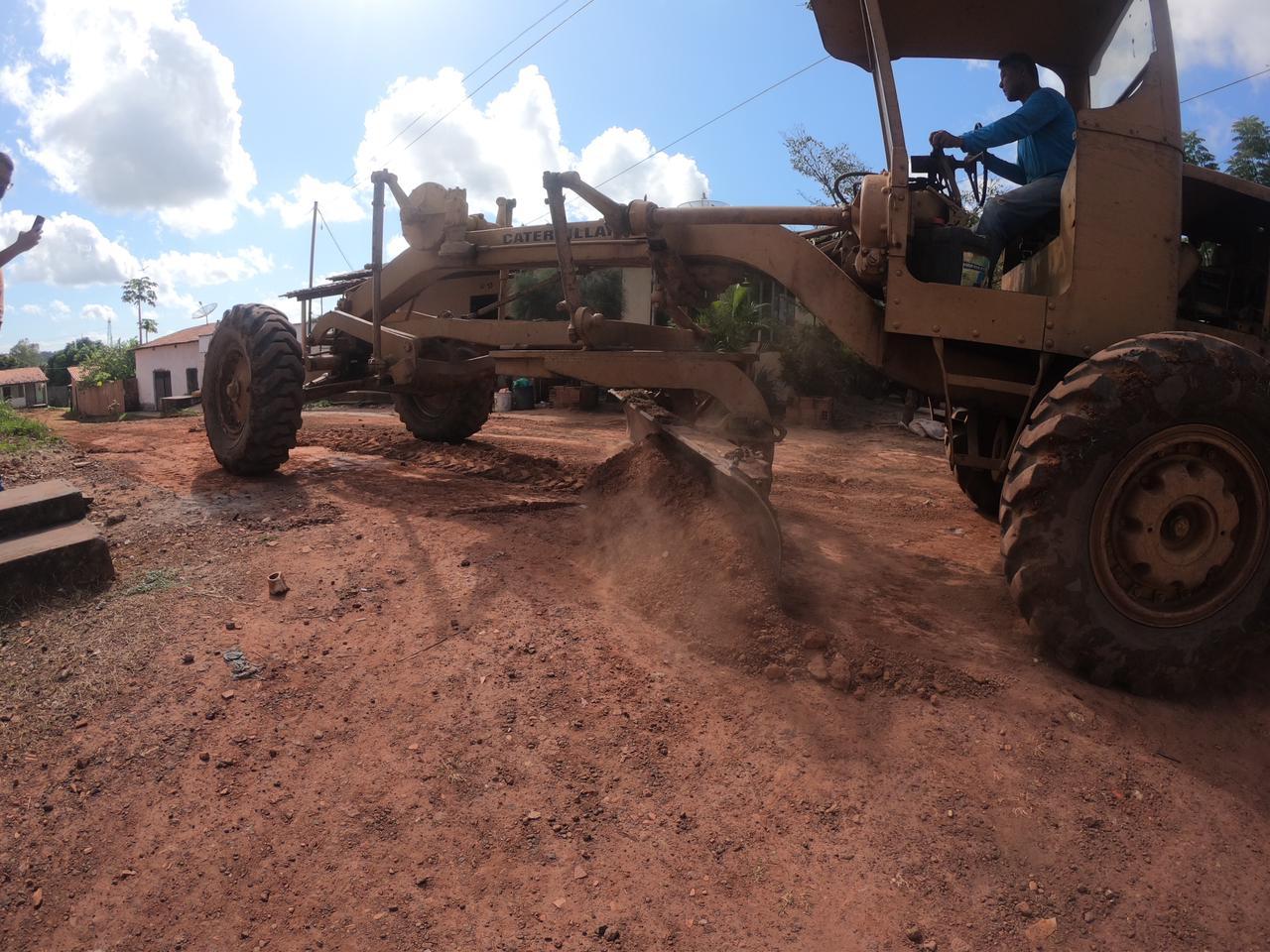 Em Peritoró, município da região leste maranhense, os serviços de asfaltamento seguem avançando em dezenas de vias urbanas.