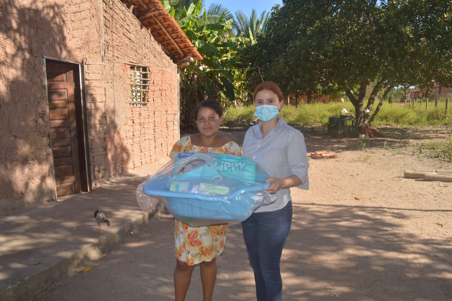 A vereadora do município de Peritoró Vanessa Murad, fez uma ação solidária na tarde da última terça-feira (03), a parlamentar fez a doação de enxovais para futuras mamães nos povoados Barro e Piranha.