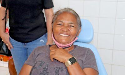 foram entregues 154 próteses e o tratamento odontológico é feito por profissionais qualificados.